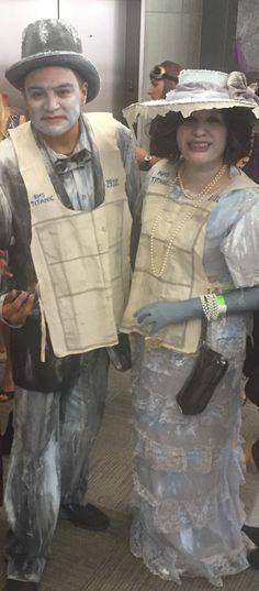 Costume d& Passagers Titanic Costume d& Titanic, Costume Halloween, Two Person Halloween Costumes, Original Halloween Costumes, Sea Costume, Crazy Costumes, Vintage Halloween, Halloween Party, Family Halloween, Halloween 2017