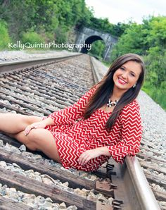 Great angle and color contrast - green is complementary to red - Senior Pictures