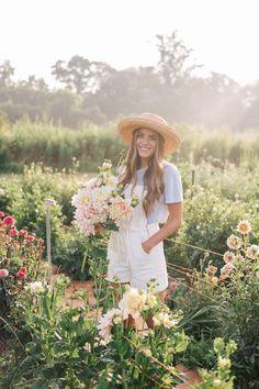 Gal Meets Glam This Flower Farm Will Make You Want To Be A Flower Farmer -http://galmeetsglam.com/2017/08/this-flower-farm-will-make-you-want-to-become-a-flower-farmer/