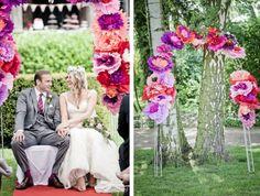 Frieda   Steve Hochzeit in Duesseldorf_ DIY Papierblumen Bogen für die Trauung