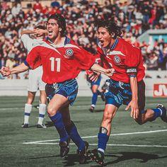 Marcelo Salas e Iván Zamorano: great players of Chilean soccer team. Best Football Players, Good Soccer Players, World Football, Football Cards, Retro Football, Sport Football, Fifa, Association Football, Most Popular Sports