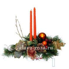 уютная новогодняя композиция со свечами и елью