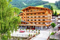 Entspannen im Wanderhotel Glemmtalerhof inmitten der Kitzbühler Alpen!  Mitten im Herzen von Hinterglemm gelegen eignet sich das Hotel perfekt für einen familiären, herzlichen 4-Sterne Superior Verwöhnurlaub, mitten im Ski-Wander-Bike- & Alpincircus von Saalbach-Hinterglemm!