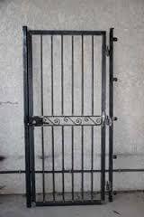 Nos mod les de grilles de portes et de fenetres en fer forg idees grilles de porte pinterest for Grille en fer forge pour porte