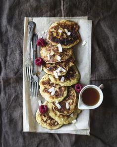 Banaanipannukakut syntyvät helposti vain parista raaka-aineesta Waffles, Pancakes, French Toast, Eat, Breakfast, Food Time, Morning Coffee, Waffle, Pancake