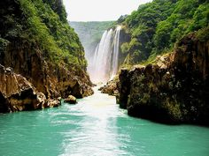 Tanchachin, San Luis Potosi in Mexico! I would go back in a heartbeat! It takes like mins to see this view! First by vehicle, then walking, and last but fun on a small boat. Places Around The World, Oh The Places You'll Go, Great Places, Places To Travel, Beautiful Places, Places To Visit, Beautiful Waterfalls, Beautiful Landscapes, Dream Vacations