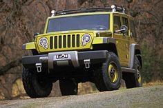 В то время, Джип сказал концепция спасения был построен, чтобы исследовать то, что полный размер 4X4 джип может выглядеть.  Но на самом деле, большая машина просмотров внешний вид следующего Jeep Wrangler (обозначается JK) из-за двух моделей лет спустя.
