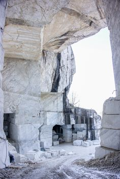 Pilgrimage to Carrara. A visit into a Breccia Capraia marble quarry.
