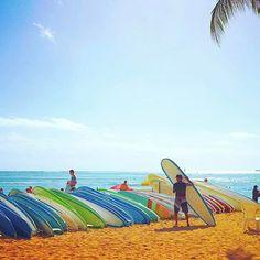 【glitter_maiko】さんのInstagramをピンしています。 《◡̈*✧ ハワイに行くと毎回サーフィンしたくなる😁🏄💙💙 * サーフボードだけ持っで歩いてるサーファーがまたカッコイイんだよね〜😍💕💕 * * #hawaii#waikiki#aloha#beach#sea#sky#surf#summer#sunny#landscape#nature#paradise#awesome#travel#trip#followme#instagood#genic_mag#genic_hawaii#genic_travel#ハワイ#ビーチ#海#空#カメラ#カメラ女子#写真好きな人と繋がりたい#ファインダー越しの私の世界#旅行#タビジョ》