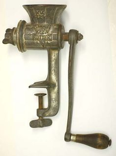 Why You Need an Old Fashioned Hand Crank Meat Grinder. Made a lot of horseradish with a grinder like this. Old Kitchen, Vintage Kitchen, Kitchen Tools, Kitchen Gadgets, Survival Prepping, Emergency Preparedness, Emergency Binder, Retro, How To Make Sausage