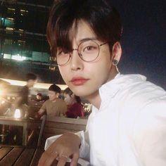 { υlzzang вoy } Beautiful Person, Beautiful Boys, Pretty Boys, Asian Cute, Pretty Asian, Korean Men, Korean Girl, Asian Boys, Asian Girl