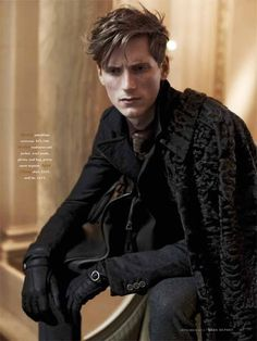 The Parisian Eye–Captured against the beautiful urban backdrop of Paris, Bananas stunner Bastiaan Ninaber is the epitome of timeless chic in the September issue of Robb Report. David Roemer photographs the impeccably polished Bastiaan in a luxurious editorial that exudes a Parisian finesse within the scope of contemporary fashion and culture. Stylist Christopher Campbell works...[ReadMore]