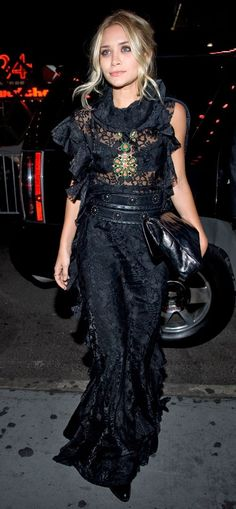 Ashley Olsen in black lace gown / edgy sexy street style Mary Kate Olsen, Look Fashion, High Fashion, Fashion Beauty, Womens Fashion, Olsen Fashion, Fashion Shoes, 1950s Fashion, Dress Fashion
