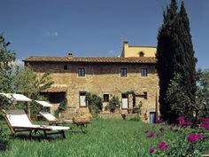 Podere Bacciano is hidden away in the quaint and quiet medieval town of Tignano, in the centre of Tuscany and it pleasantly invites you to enjoy a little piece of the past. http://www.ciaoitalyvillas.com/tuscany-vacation-rentals/florence/barberino-val-d-elsa-villas/10778