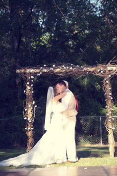 Rustic Backyard Wedding by Adria Peaden Photography | Love Wed Bliss