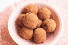 Dadelkugler med kakao
