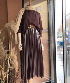 Modest Fashion Hijab, Modern Hijab Fashion, Muslim Women Fashion, Street Hijab Fashion, Hijab Fashion Inspiration, Modest Outfits, Skirt Fashion, Fashion Dresses, Hijab Chic