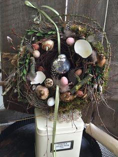 Eine Vogel in Frühjahrslaune  - Türkranz von FRIJDA im Garten - Aus einer Idee wurde Leidenschaft auf DaWanda.com