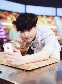 |EXO| Lay (Zhang Yixing).... I loved him on Celebrity Chef :)