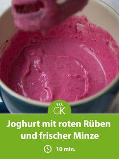 Ein köstliches Joghurt mit roten Rüben und frischer Minze Rezept für den gesunden, Snack zwischendurch. Ice Cream, Desserts, Food, Beetroot, Yogurt, Easy Meals, Diy, No Churn Ice Cream, Tailgate Desserts