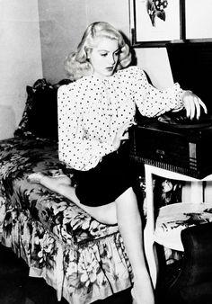 Lady Hollywood, Lana Turner, boy she looks like Gwen Stephani, or vis versa Hollywood Fashion, Old Hollywood Glamour, 1940s Fashion, Golden Age Of Hollywood, Vintage Glamour, Vintage Hollywood, Hollywood Stars, Vintage Beauty, Classic Hollywood