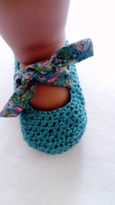 crochet baby shoes Original and exclusive crochet Baby shoess combined with Liberty printed cotton fabric, handmade made in Barcelona Crochet Baby Sandals, Crochet Baby Clothes, Crochet Shoes, Knit Crochet, Cotton Crochet, Baby Shoes Pattern, Baby Patterns, Crochet Patterns, Baby Boots