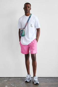 Aimé Leon Dore Shares Summer 2018 Capsule Collection: Perfect for a summer night. Pink Shorts Mens, T Shirt Pink, Men Shorts, Swim Shorts, Summer Outfits Men, Stylish Mens Outfits, Casual Outfits, Black Men Summer Fashion, Swag Style