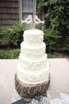 i cant wait to do this for my wedding...there i mentioned the word wedding. ha   //wood under cake//