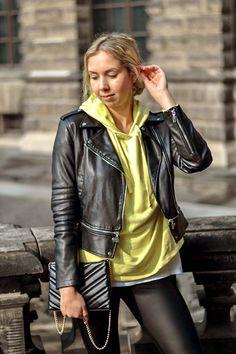 Ein weiterer Trend aus den 80ern ist zurück! Wie du Neon Farben wie Knallpink, Signalorange oder quietschiges Grün im Alltag kombinierst zeige ich dir hier. Blake Lively, Kardashian, Zara, Elegant, Leather Jacket, Jackets, Blog, Fashion, Black Blazers