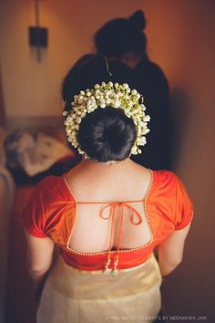 Trendy indian bridal hair style for long hair acupressure points 49 Ideas Saree Hairstyles, Indian Wedding Hairstyles, Hairstyle Wedding, Bridal Hairdo, Bridal Bun, Bridal Makeup, Bridal Shoes, Wedding Makeup, Saree Blouse Neck Designs