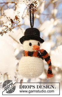 """Crochet DROPS Christmas snowman in """"Alpaca"""". ~ DROPS Design"""
