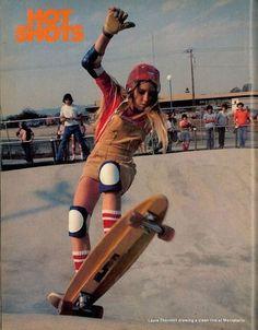 14 Rad Photos of Female Skateboarders in the – Laura Thornhill 1974 14 fotos rad de mujeres skaters en la década de 1970 – Laura Thornhill 1974 Old School Skateboards, Vintage Skateboards, Girls Skate, Poses, Look Skater, Style Masculin, Skater Girl Outfits, Skateboard Girl, Skateboard Helmet