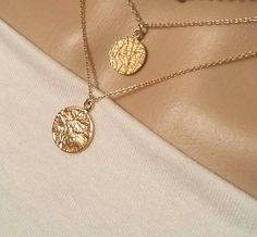 Disc Necklace, Locket Necklace, Boho Necklace, Gold Locket, Trendy Necklaces, Delicate Jewelry, Neck Collar, Jewelry Trends, Necklaces