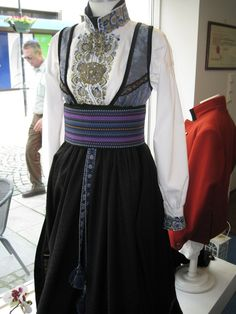 look at blouse construction in this Norwegian bunad Viking Clothing, Historical Clothing, Norwegian Clothing, Norwegian Vikings, Folk Fashion, Everyday Dresses, Folk Costume, Traditional Dresses, Scandinavian Design
