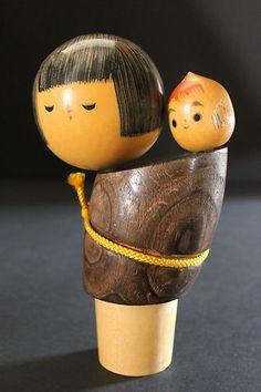 Kokeshi Doll Mother and Baby Girl - awwwww! Momiji Doll, Matryoshka Doll, Kokeshi Dolls, Japanese Culture, Japanese Art, Paper Dolls, Art Dolls, Art Japonais, Asian Doll