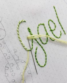 Embroidery Tutorials Começando a semana com mais um bordado e o ponto pirulito -------------------------------------------- Starting the week with a new embroidery and the lovely wrapped stitch - Hand Embroidery Flowers, Simple Embroidery, Hand Embroidery Designs, Ribbon Embroidery, Embroidery Art, Cross Stitch Embroidery, Embroidery Patterns, Embroidery Sampler, Vintage Embroidery