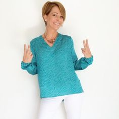 """On Dirait des Vraies blouses ces """"Basic Two"""" - La Jolie Girafe Sewing Clothes, Crochet Clothes, Pdf Sewing Patterns, Diy Crochet, Dressmaking, Tunic Tops, Pullover, Sweater, Shirts"""