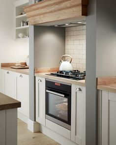 Placing your oven and hob in a chimney breast creates a traditional and timeless look. Complement the solid wood Shaker doors with… Kitchen Hob, Kitchen Chimney, Kitchen Cooker, Shaker Kitchen, Open Plan Kitchen, Kitchen And Bath, New Kitchen, Kitchen Appliances, Small Appliances