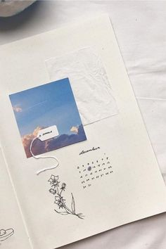 Looking to change up the theme of your bujo and want to go with a cute scrapbook vibe? Check out these scrapbook themed bullet journal spreads, layouts and cover pages for inspiration! Bullet Journal Vintage, Bullet Journal Writing, Bullet Journal Spread, Bullet Journal Layout, Bullet Journal Ideas Pages, Bullet Journal Inspiration, Art Journal Pages, Journal Paper, Scrapbook Journal