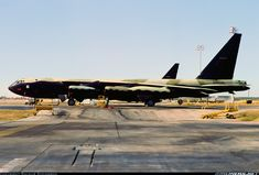 Picture of the Boeing Stratofortress aircraft Air Force Memes, B52 Bomber, B 52 Stratofortress, Strategic Air Command, Helicopter Pilots, Pontiac Cars, Airplane Art, Military Pictures, Us Air Force