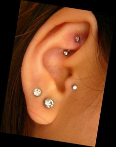Cute Want The Rook And Tragus Pierced Piercing Küpeler Ve Smiley Piercing, Tragus Piercings, Piercing Tattoo, Piercing Helix Avant, Piercings Corps, Rook Piercing Jewelry, Ear Peircings, Forward Helix Piercing, Cute Ear Piercings