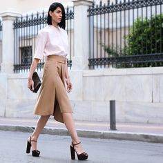 #分享Instagram# #seriaklother @lookbook #konstantinatzagaraki #stilkolik #senstylable #ootdmagazine #womanslook #shirt #pink #celine #skirt #zara #zarapictures #zara_international #zara_worldwide #zara_daily #heels #brown #suede #gucci @gucci #purse #louisvuitton @louisvuitton #streetstyle #ootd