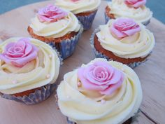 Cupcakes rosa y chocolate blanco