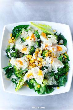 Sałatka z brokułami, kukurydzą i jajkiem