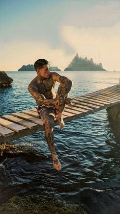 Handsome Men Quotes, Handsome Arab Men, Stephen James Model, James D'arcy, Sexy Tattooed Men, Strong Woman Tattoos, Hot Guys Tattoos, Body Sketches, Photos Originales