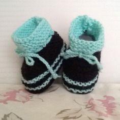 Chaussons boots en laine bébé 3/6 mois noir & vert - layette tricotée main