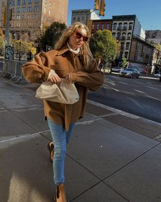 Chelsea Boots Outfit, Everyday Casual Outfits, Cold Weather Fashion, Elsa Hosk, Mode Style, Autumn Winter Fashion, Autumn Style, Fall Fashion, Street Style Women