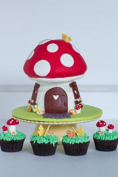 Fairy Toadstool Cake and Cupcakes