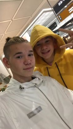 Mac and Tinus! Cute Twins, Cute Boys, Twin Boys, My Boys, Funny Frozen Memes, Bff Tattoos, You Are My Life, M Photos, Good People