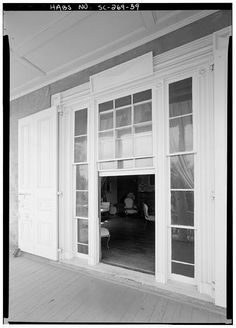 59.  DETAILED VIEW OF FIRST FLOOR SOUTH (FRONT) PORCH WINDOW - Robinson-Aiken House, 48 Elizabeth Street, Charleston, Charleston County, SC